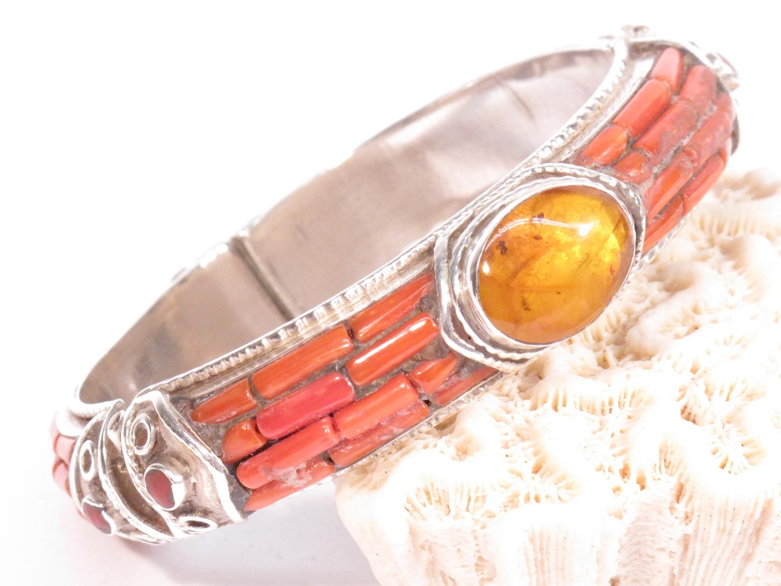 Bracciale in argento, ambra grezza e corallo