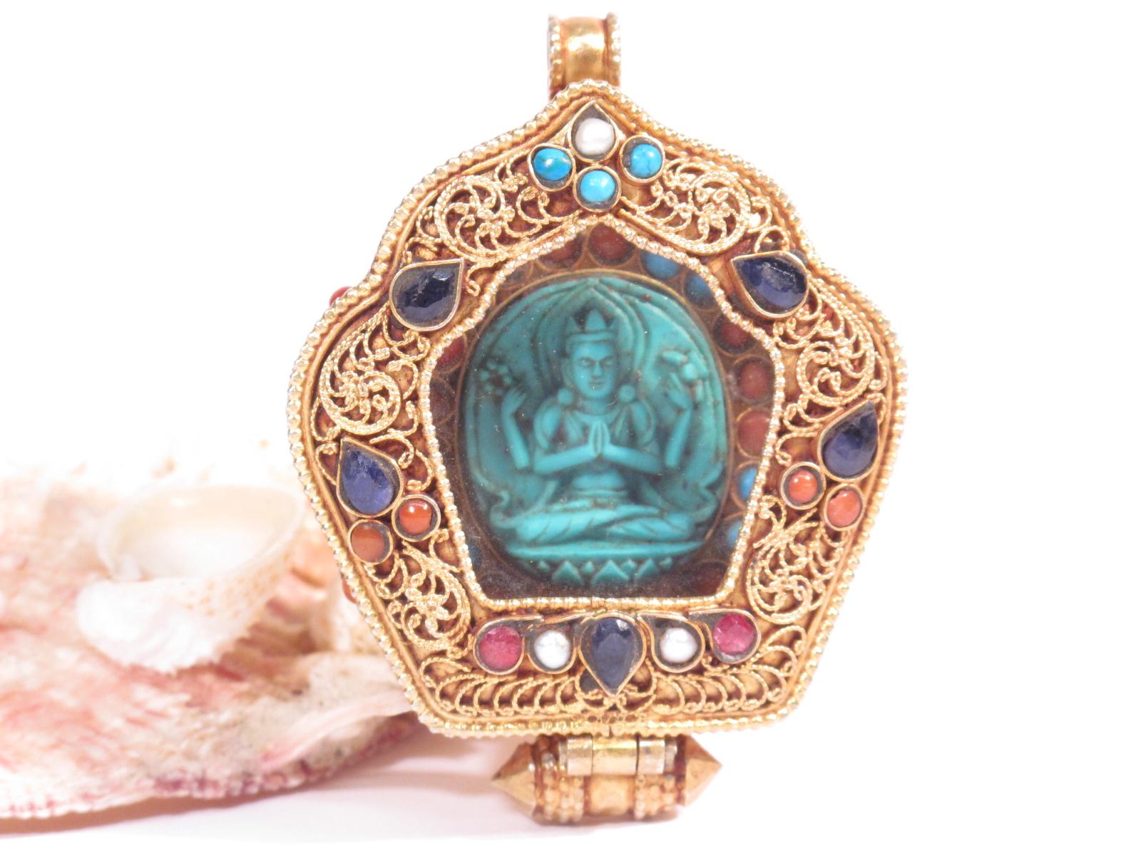 ghau tibetano in argento dorato e gemme semipreziose