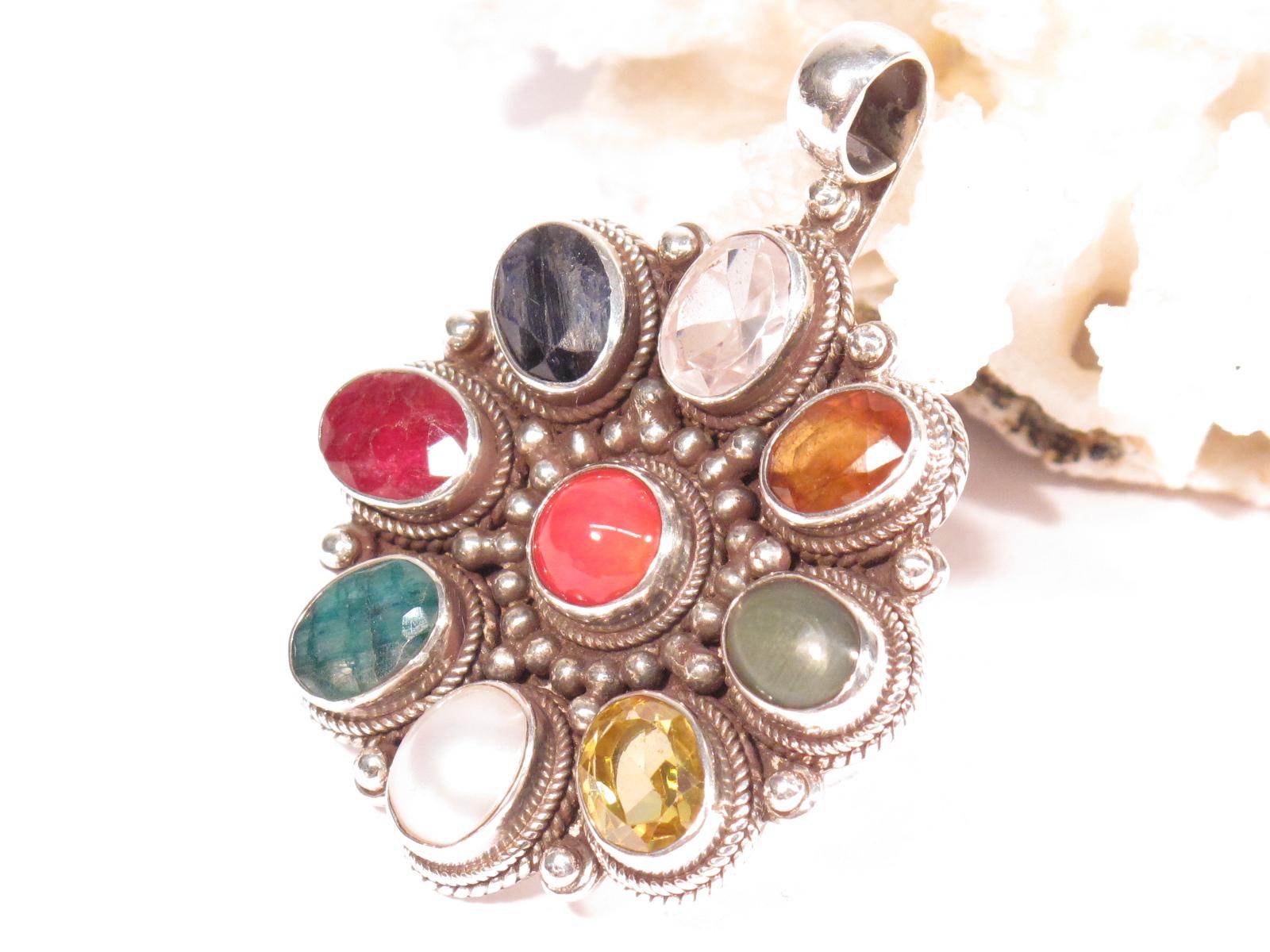pendente navaratna in argento e pietre multicolor