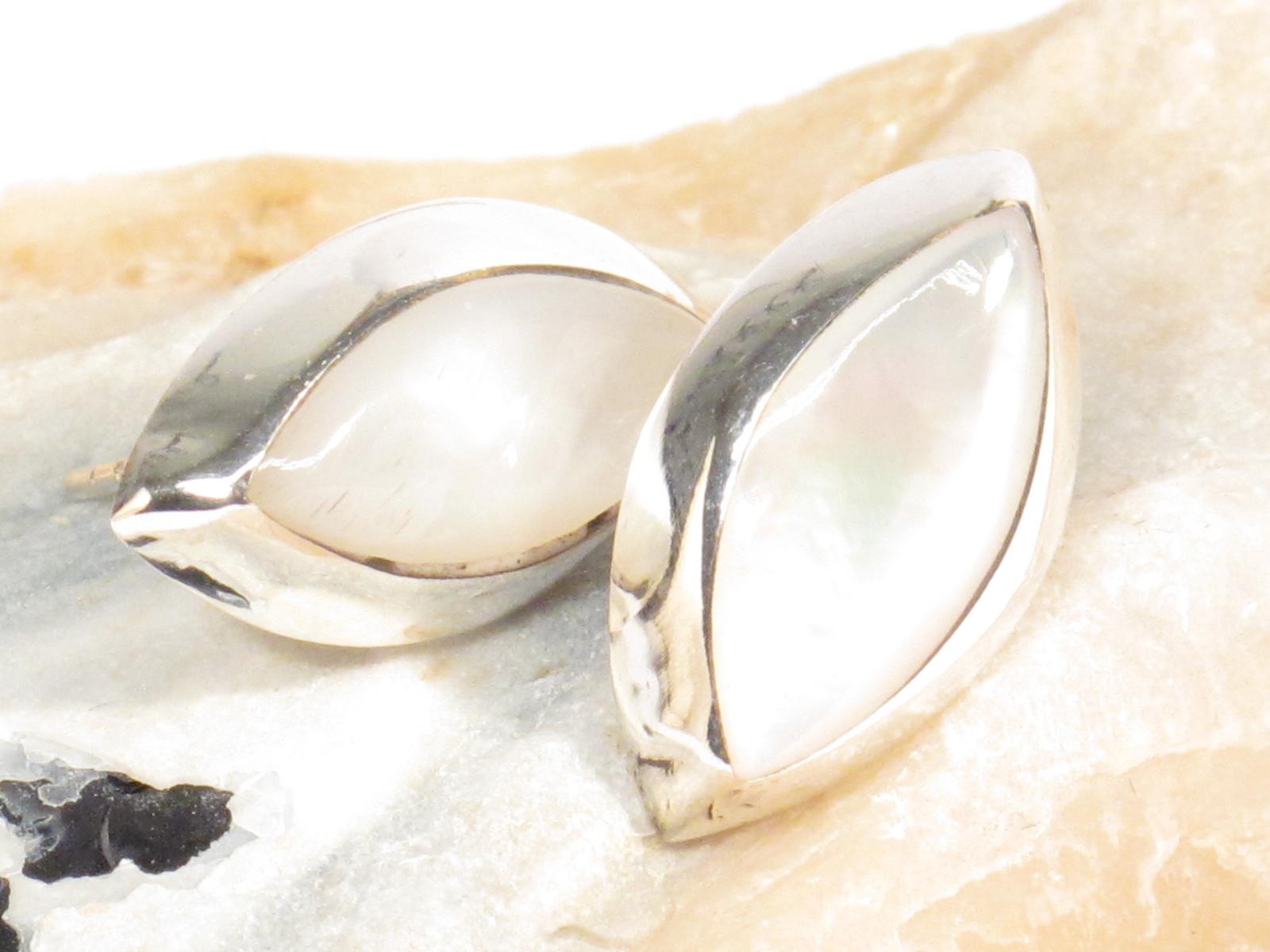 orecchini nepalesi in argento e madreperla