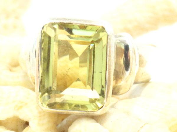 anello in argento e quarzo citrino