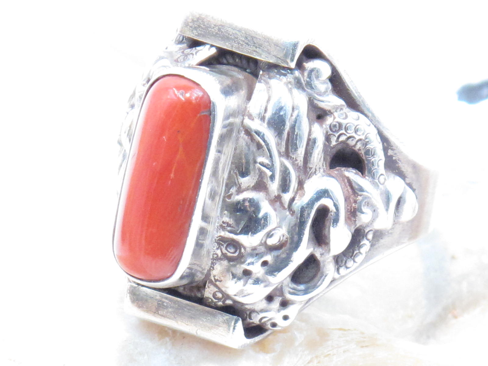 anello nepalese in argento e corallo
