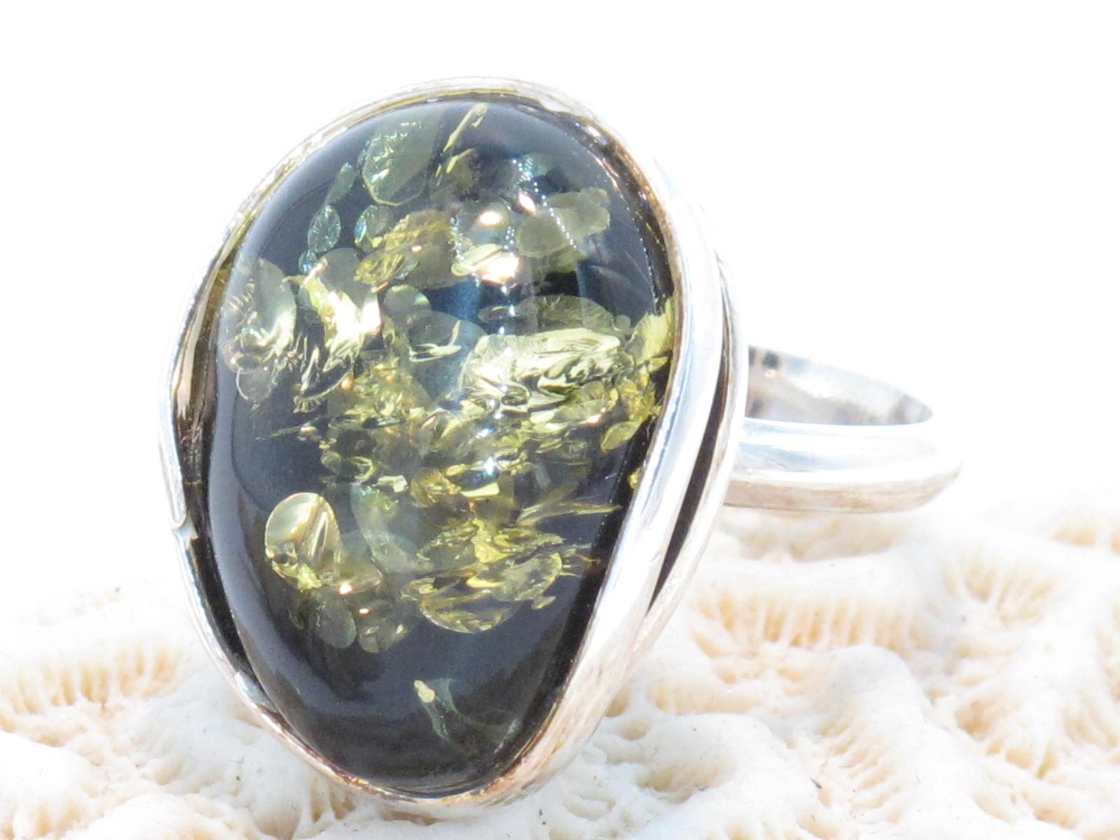 anello in argento e ambra baltica