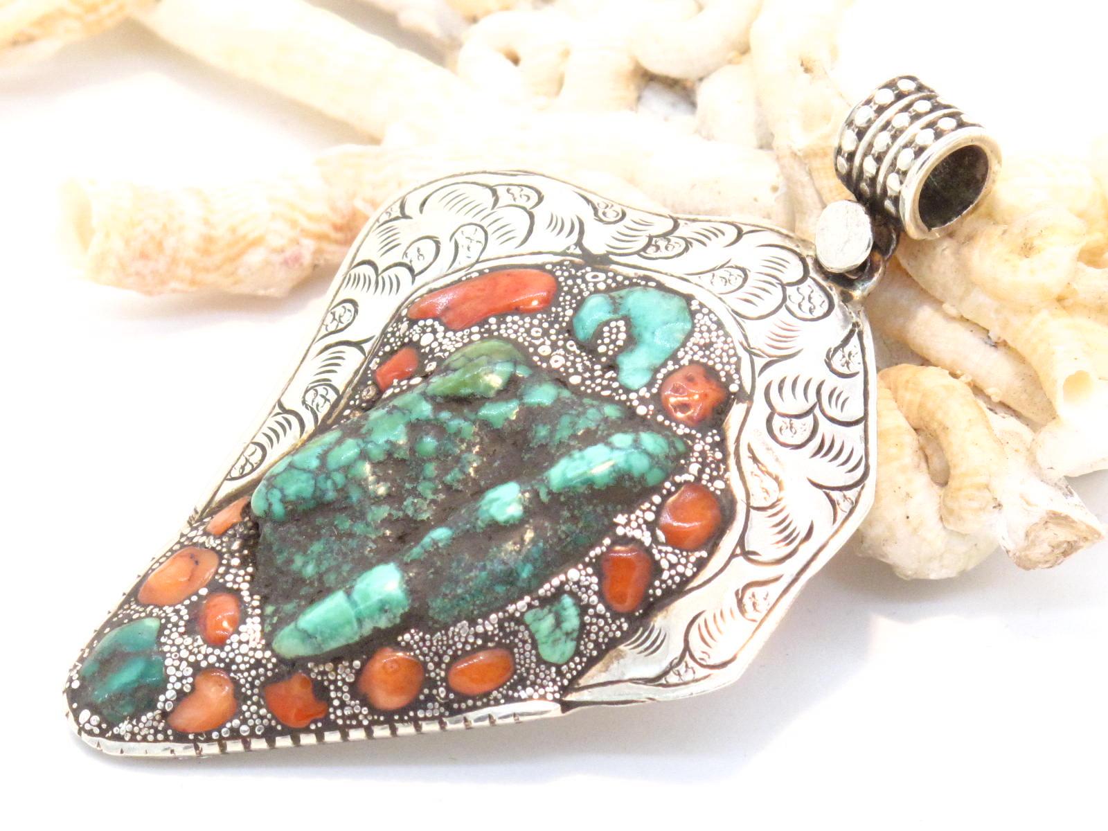 pendente Tibetano in argento turchese e corallo