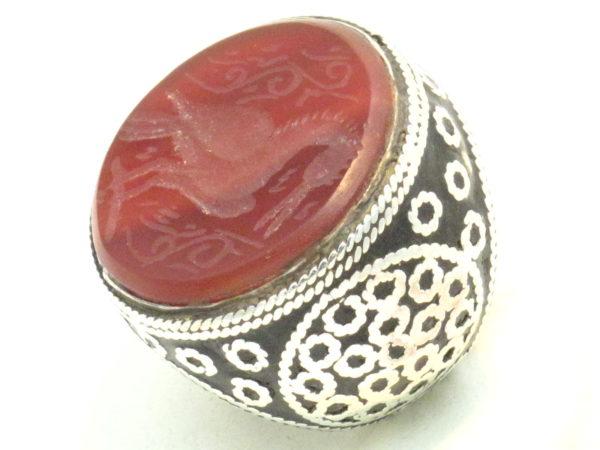 anello etnico in corniola incisa e argento