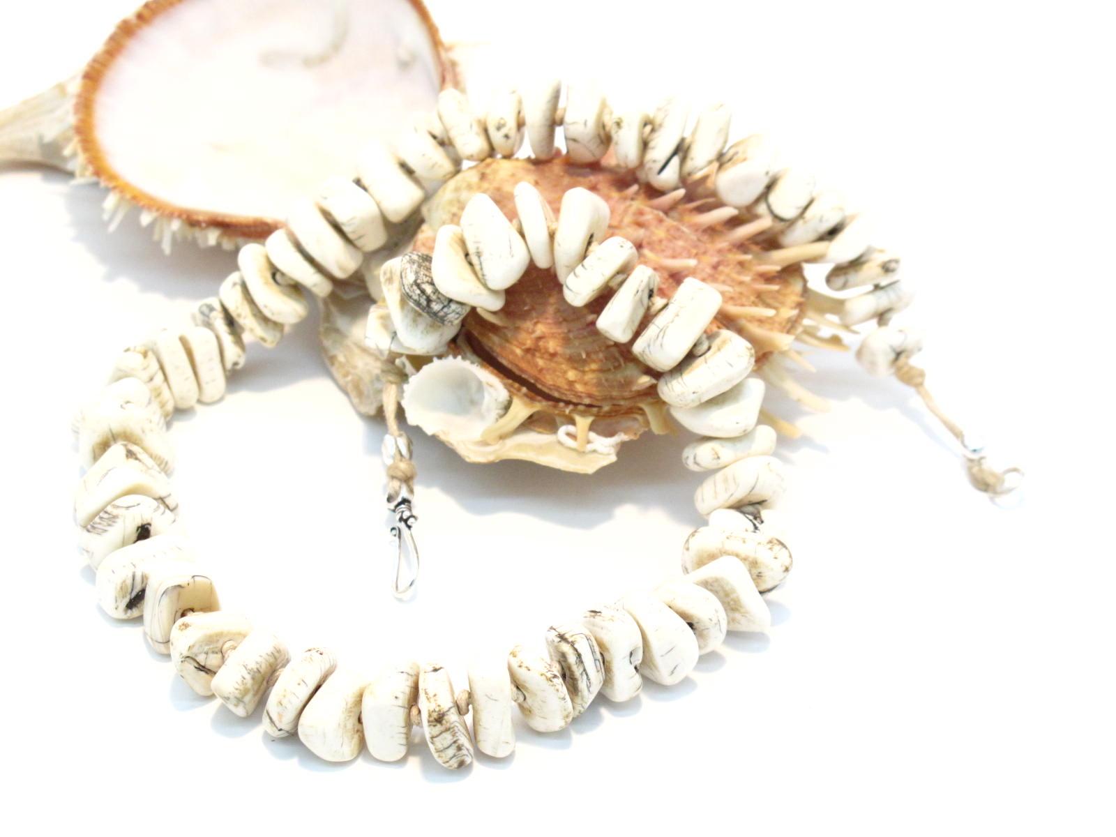 collana nepalese in conchiglia fossile