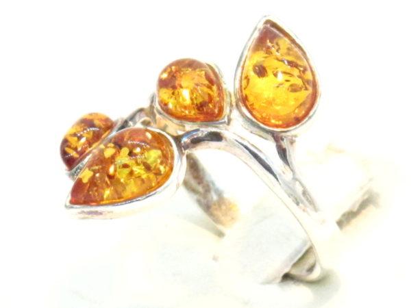 anello in argento e ambra