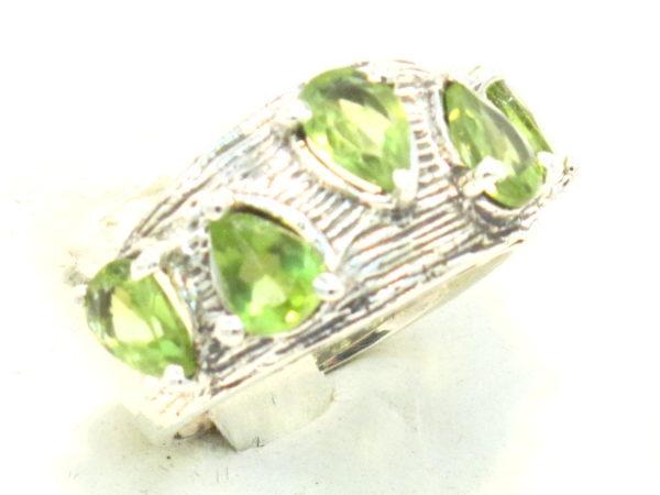 anello in argento e peridoto