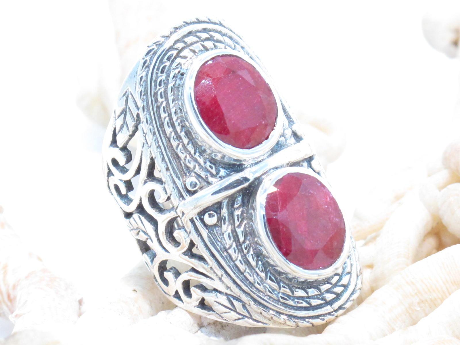 anello in argento e radice di rubino