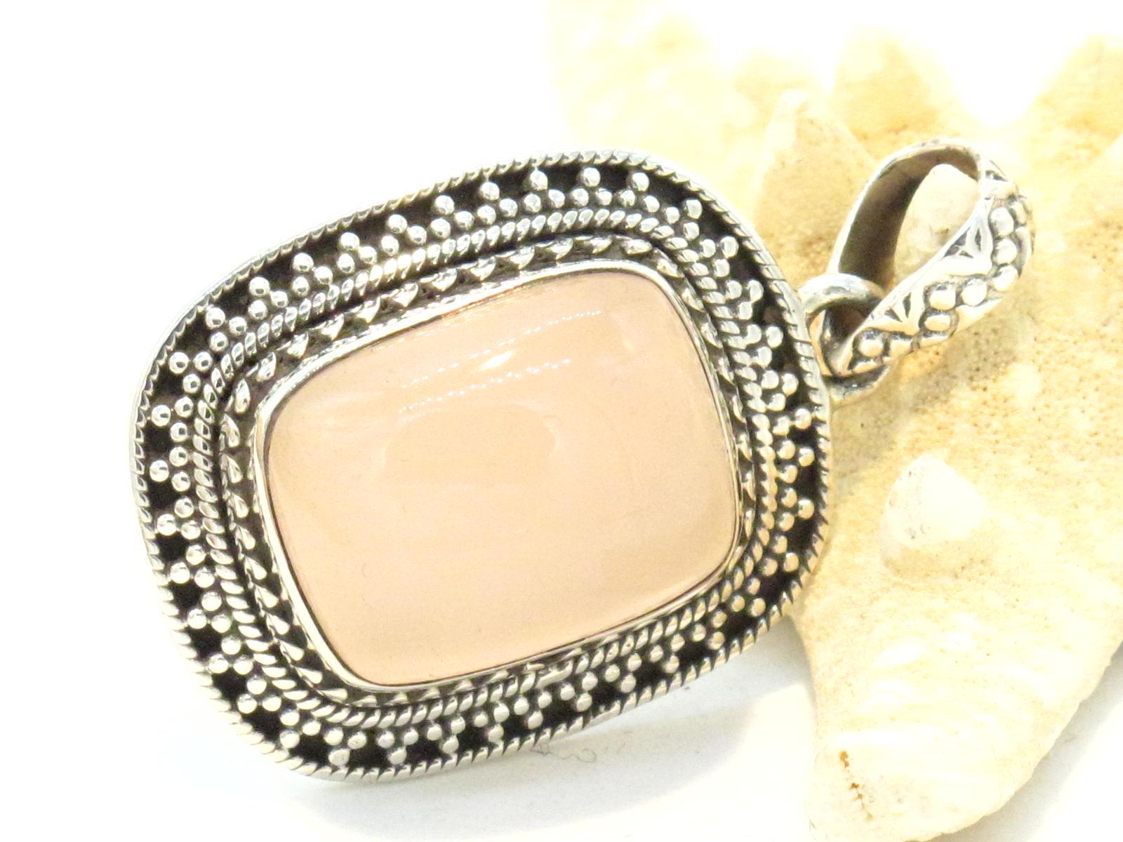 pendente etnico in argento e quarzo rosa