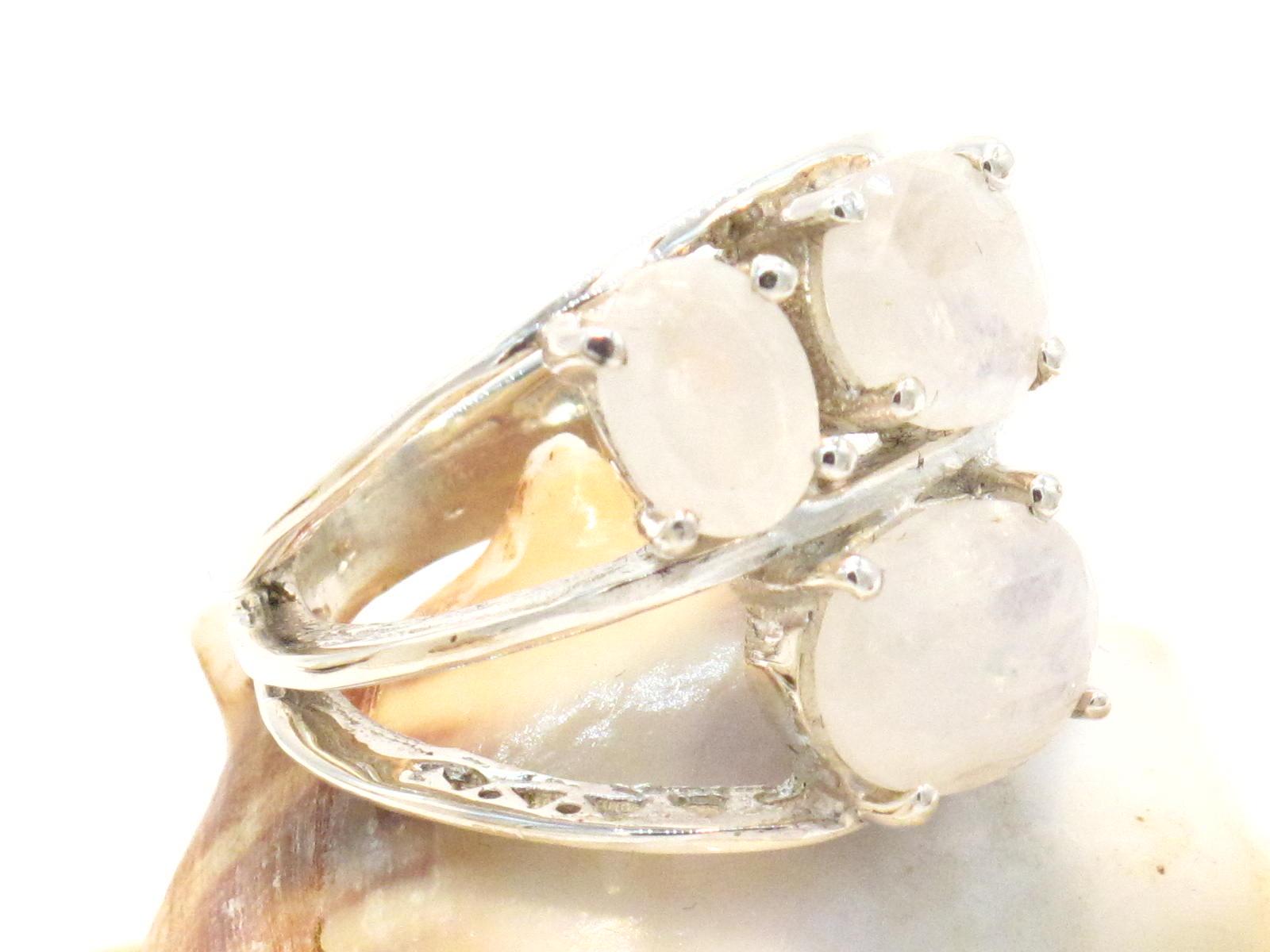 anello in argento e pietra di luna