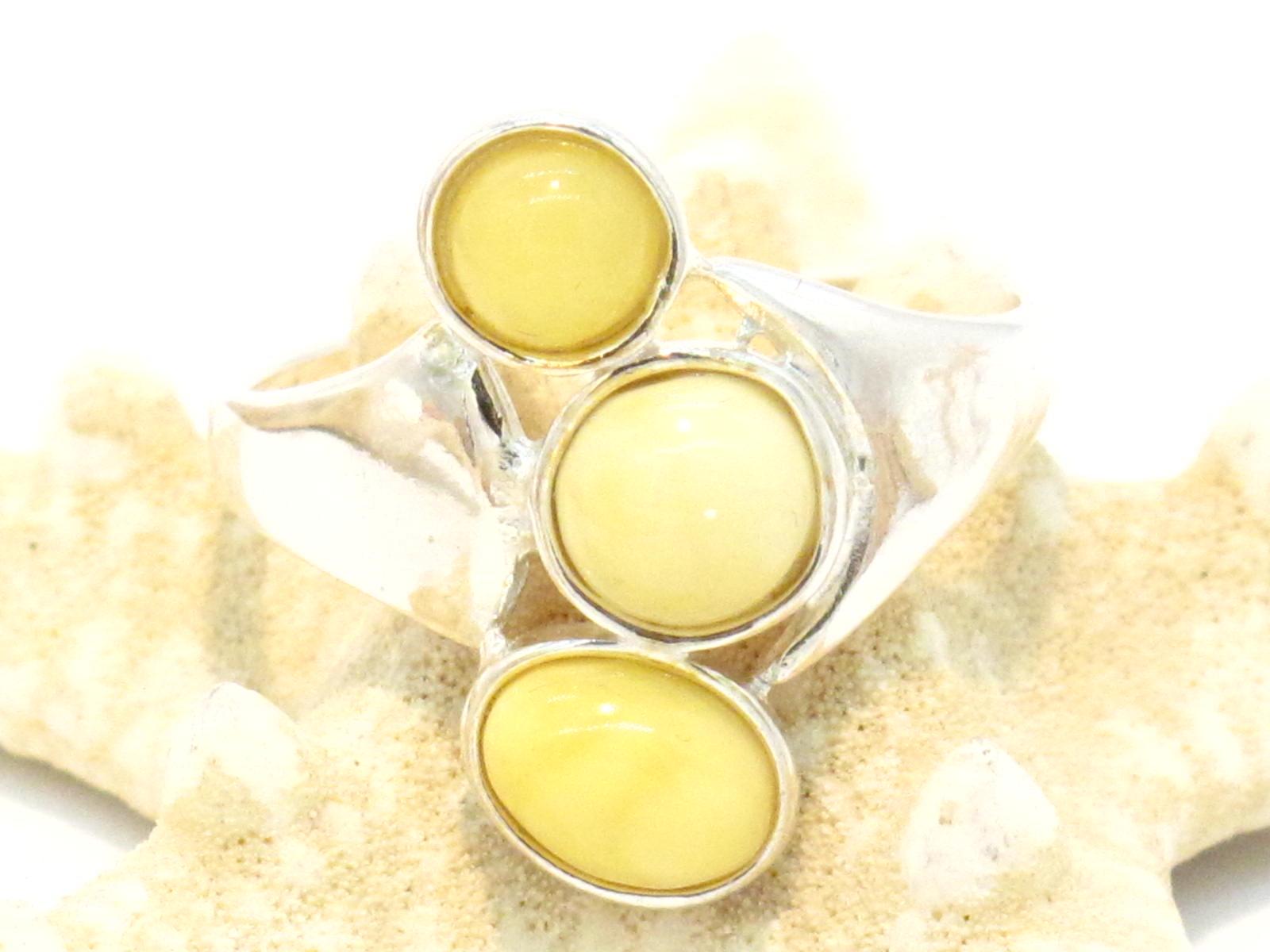 anello etnico in argento e ambra