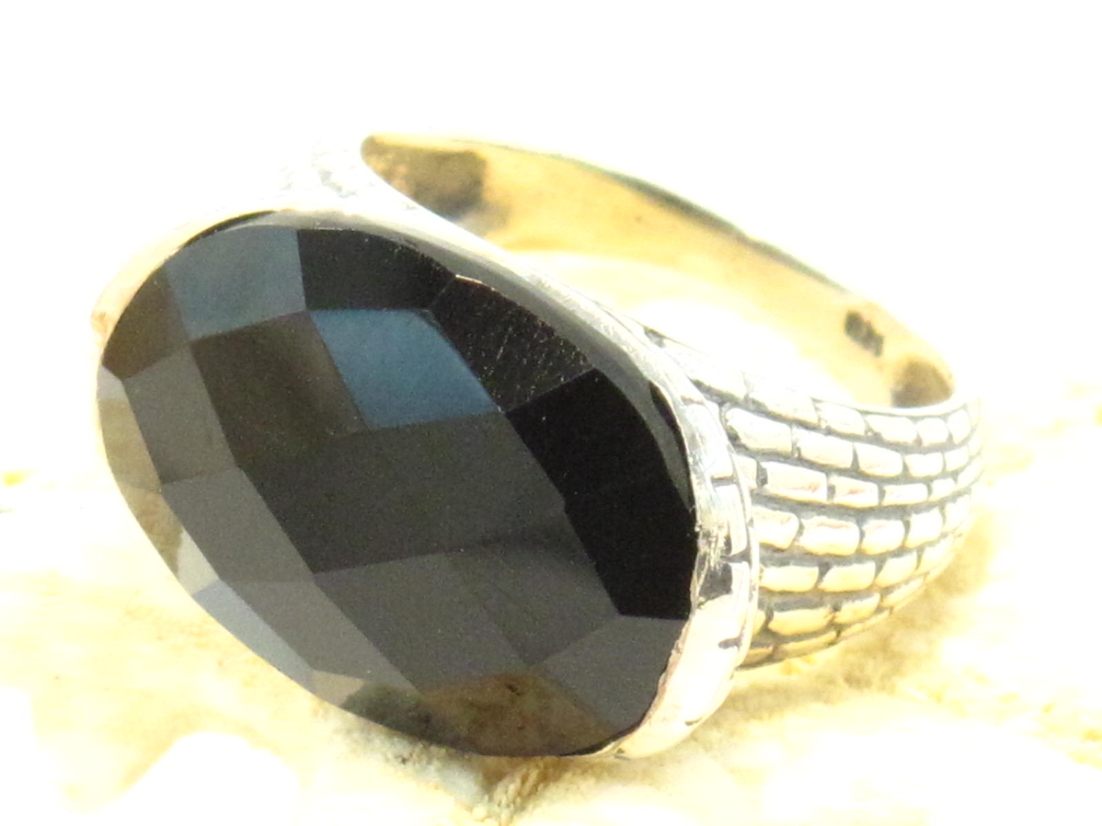 anello etnico in argento e onice